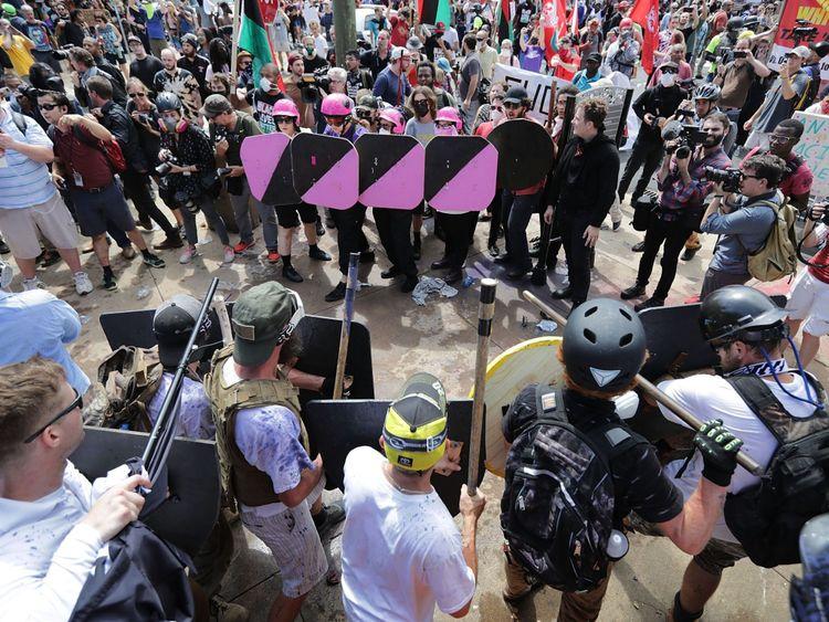 Des nationalistes blancs se sont affrontés à des manifestants antifascistes à Charlottesville