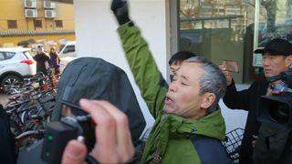 """La police chinoise a fermé un palais de justice au début du procès de Wang Quanzhang, éminent avocat des droits, au milieu des préoccupations occidentales. """"Srcset ="""" https://e3.365dm.com/18/12/320x180/skynews-china-human- rights_4530092.jpg? 20181226113133 320w, https://e3.365dm.com/18/12/640x380/skynews-china-human-rights_4530092.jpg?20181226113133 640w, https://e3.365dm.com/18/12/ 736x414 / skynews-china-human-rights_4530092.jpg? 20181226113133 736w, https://e3.365dm.com/18/12/992x558/skynews-china-human-rights_4530092.jpg?2012122611313, page suivante 365dm.com/18/12/1096x616/skynews-china-human-rights_4530092.jpg?20181226113133 1096w, https://e3.365dm.com/18/12/1600x900/skynews-china-human-rights_4530092.jpg?s encore 1600w, https://e3.365dm.com/18/12/1920x1080/skynews-china-human-rights_4530092.jpg?20181226113133 1920w, https://e3.365dm.com/18/12/2048x1152/skynews-china -human-rights_4530092.jpg? 20181226113133 2048w """"tailles ="""" (largeur minimale: 900px) 992px, 100vw"""