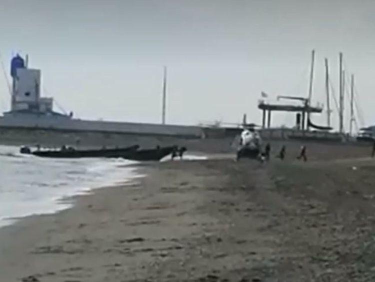 Les suspects tentent de s'échapper après être arrivés sur la plage