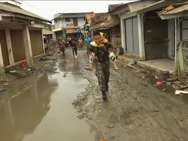 Cris de & # 39; tsunami & # 39; envoyer les citoyens courir