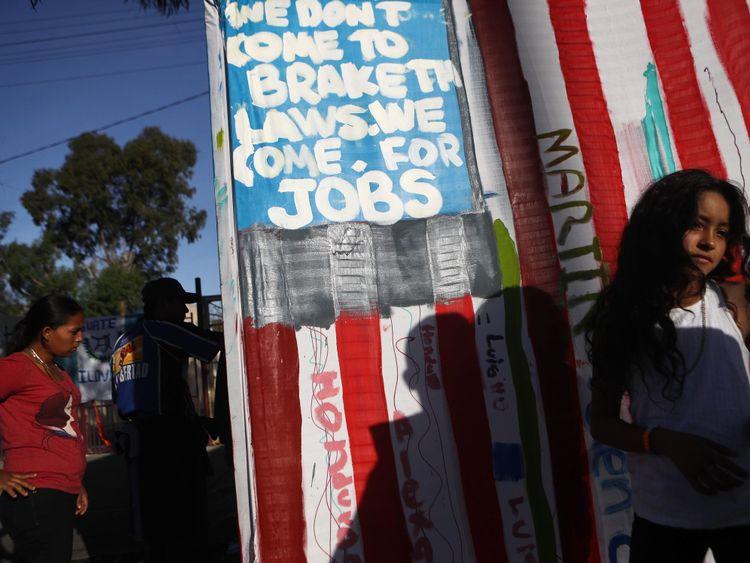 Environ 5 000 migrants attendent déjà à Tijuana