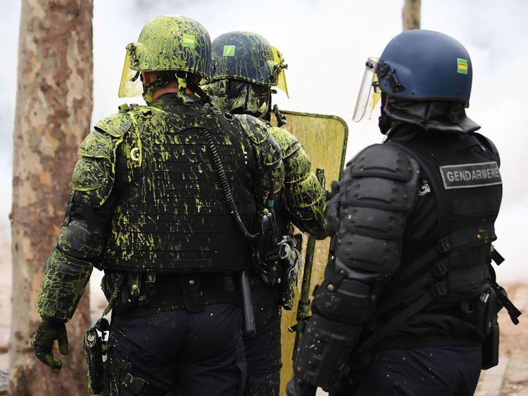 """La police craint que des groupes violents d'extrême droite et d'extrême gauche s'infiltrent dans les """"gilets jaunes"""" & # 39;"""