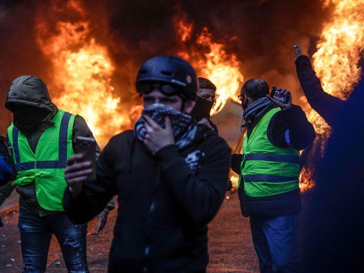 """Le ministre de l'Intérieur français a qualifié la violence de """"insulte à la République""""."""