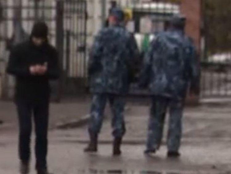 Les gardes voulaient arrêter de filmer