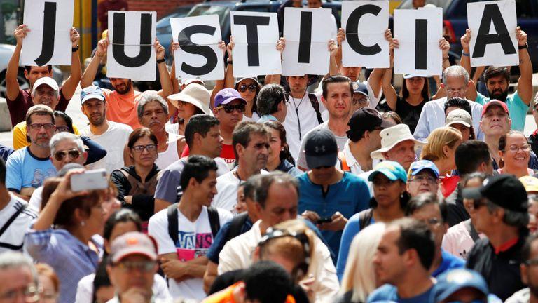 Les partisans de l'opposition demandent la fin du règne de Nicolas Maduro
