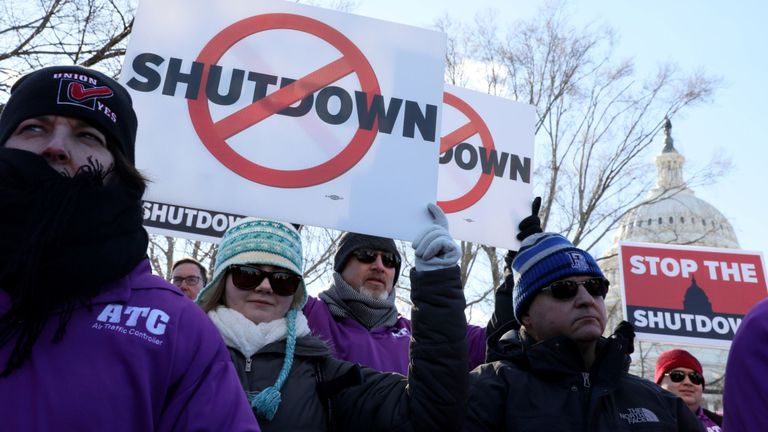 Des membres du contrôle du trafic aérien ont protesté contre la fermeture du gouvernement américain
