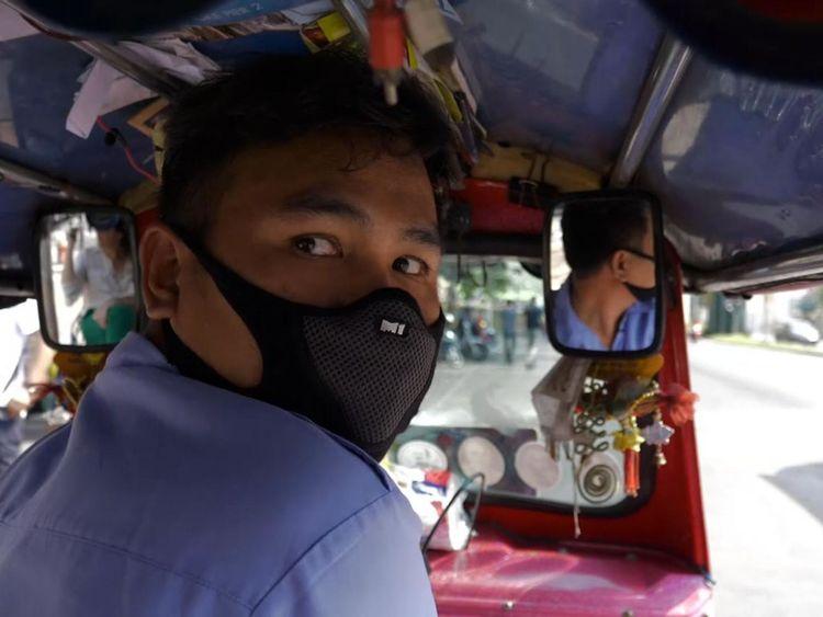 Le pilote de tuk-tuk, Suriya Umalee, a déclaré qu'il s'agissait du pire smog qu'il ait jamais vu