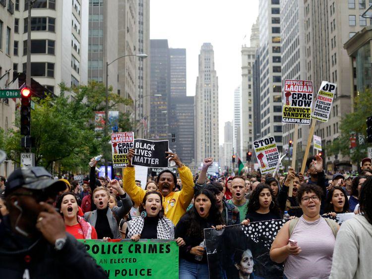 Les manifestants ont célébré la condamnation de Jason Van Dyke en octobre à Chicago