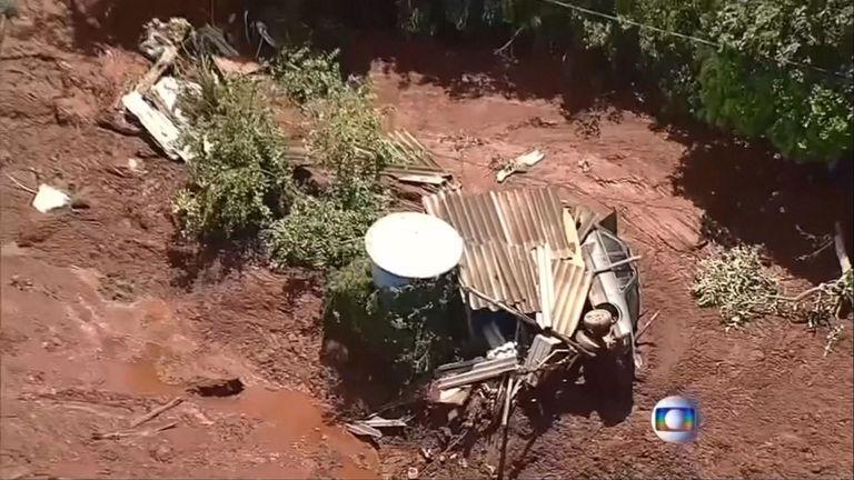Les maisons et les véhicules ont été détruits
