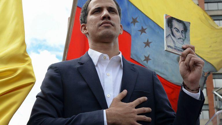Juan Guaido se déclare président par intérim du pays.