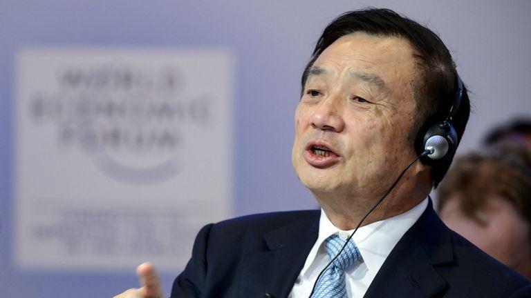 Le fondateur et PDG de Huawei, Ren Zhengfei, s'exprimera lors d'une session de la réunion annuelle du Forum économique mondial (WEF) le 22 janvier 2015 à Davos. AFP PHOTO / FABRICE COFFRINI (Le crédit photo devrait correspondre à FABRICE COFFRINI / AFP / Getty Images)