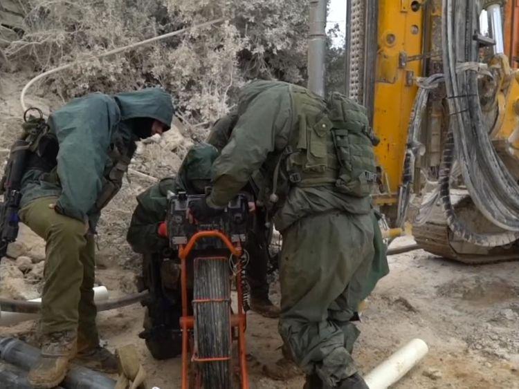 Travaux militaires sur l'opération Northern Shield pour trouver les tunnels