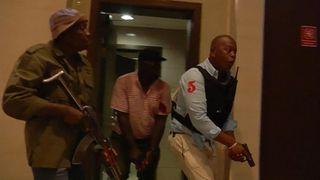 """La police a déclaré qu'elle réalisait des progrès considérables. après une attaque terroriste présumée à l'hôtel et au complexe de bureaux DusitD2 à Nairobi. """"srcset ="""" https://e3.365dm.com/19/01/320x180/skynews-kenya-attack_4547090.jpg?20190115181008 320w, https: // e3. 365dm.com/19/01/640x380/skynews-kenya-attack_4547090.jpg?20190115181008 640w, https://e3.365dm.com/19/01/736x414/skynews-kenya-attack_4547090.jpg?201901151830 //e3.365dm.com/19/01/992x558/skynews-kenya-attack_4547090.jpg?20190115181008 992w, https://e3.365dm.com/19/01/1096x616/skynews-kenya-attack_45470909018303030188 1096w, https://e3.365dm.com/19/01/1600x900/skynews-kenya-attack_4547090.jpg?20190115181008 1600w, https://e3.365dm.com/19/01/1920x1080/skynews-kenya-attack_45470 .jpg? 20190115181008 1920w, https://e3.365dm.com/19/01/2048x1152/skynews-kenya-attack_4547090.jpg?20190115181008 2048w """"tailles ="""" (largeur minimale: 900px) 992px, 100vw"""
