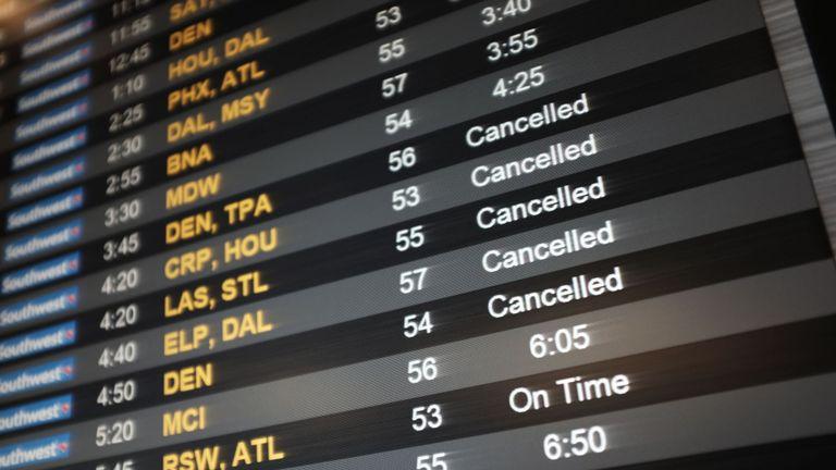 Les vols ont été retardés et annulés à l'aéroport LaGuardia de New York