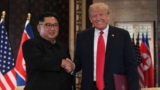"""La dirigeante nord-coréenne Kim Jong-Un serre la main du président américain Donald Trump lors d'un sommet historique des deux pays. """"Srcset ="""" https://e3.365dm.com/18/09/320x180/skynews-north-korea-donald -trump_4423969.jpg? 20180917101143 320w, https://e3.365dm.com/18/09/640x380/skynews-north-korea-donald-trump_4423969.jpg?20180917101143 640w, https://e3.365dm.com/ /09/736x414/skynews-north-korea-donald-trump_4423969.jpg?20180917101143 736w, https://e3.365dm.com/18/09/992x558/skynews-north-korea-donald-trump_4439629 , https://e3.365dm.com/18/09/1096x616/skynews-north-korea-donald-trump_4423969.jpg?20180917101143 1096w, https://e3.365dm.com/18/09/1600x900/skynews- Corée du Nord-Donaldald-Trump_4423969.jpg? 20180917101143 1600w, https://e3.365dm.com/18/09/1920x1080/skynews-north-korea-donald-trump_4423969.jpg?20180917101143 1920w, https: // e3. 365dm.com/18/09/2048x1152/skynews-north-korea-donald-trump_4423969.jpg?20180917101143 2048w """"tailles ="""" (largeur minimale: 900px) 992px, 100vw"""