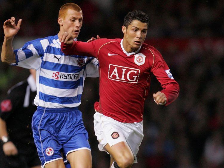 Steve Sidwell bat Cristiano Ronaldo dans un match nul de la FA Cup