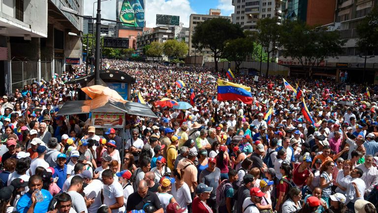 Des partisans de l'opposition vénézuélienne descendent dans les rues pour protester contre le gouvernement du président Nicolas Maduro