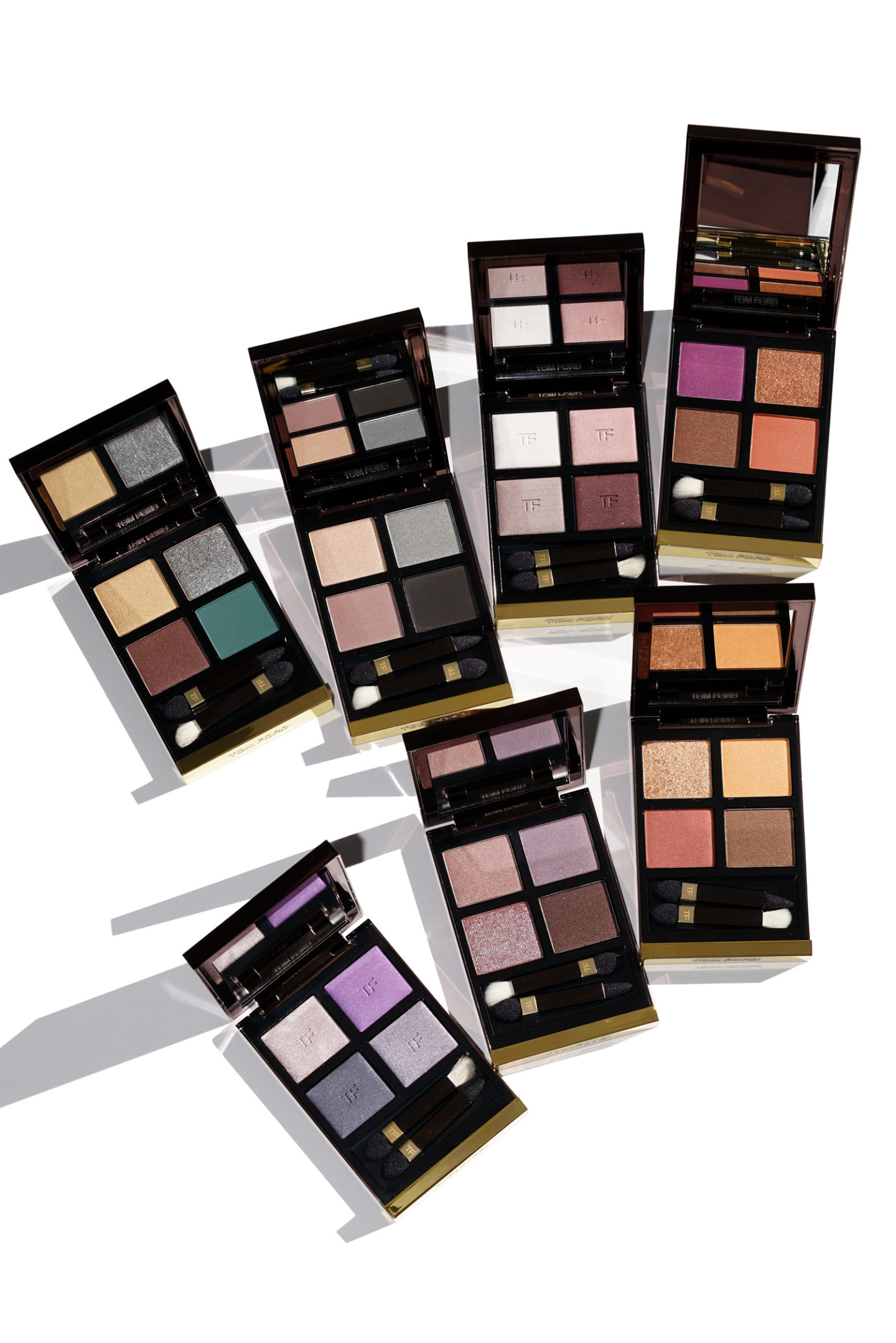 """Revue et nuances de couleurs de Tom Ford Eye Color Quads """"width ="""" 1080 """"height ="""" 1619 """"srcset ="""" http://thebeautylookbook.com/wp-content/uploads/2019/02/Tom-Ford-New-Eyeshadow- Quads-review-sabrina-1440x2159.jpg 1440w, http://thebeautylookbook.com/wp-content/uploads/2019/02/Tom-Ford-New-Eyeshadow-Quads-review-sabrina-800x1199.jpg 800w, http: //thebeautylookbook.com/wp-content/uploads/2019/02/Tom-Ford-New-Eyeshadow-Quads-review-sabrina-67x100.jpg 67w, http://thebeautylookbook.com/wp-content/uploads/2019 /02/Tom-Ford-New-Eyeshadow-Quads-review-sabrina-1080x1619.jpg 1080w, http://thebeautylookbook.com/wp-content/uploads/2019/02/Tom-Ford-New-Eyeshadow-Quads- review-sabrina.jpg 1500w """"tailles ="""" (largeur maximale: 1080px) 100vw, 1080px """"données-jpibfi-post-excerpt ="""" Revue et échantillons de la nouvelle palette de couleurs pour les yeux Tom Ford. Sept nouvelles palettes de fards à paupières lancées à la fin de l'année dernière, critiques, réflexions et détails dans l'article de blog d'aujourd'hui. """"Data-jpibfi-post-url ="""" http://thebeautylookbook.com/2019/02/tom-ford-eye-color-quads -new-shades-review-swatches.html """"data-jpibfi-post-title ="""" Revue des nuances de couleurs Ford Ford Quad New Shades + nuances """"data-jpibfi-src ="""" http://thebeautylookbook.com/wp-content/ uploads / 2019/02 / Tom-Ford-New-Eyeshadow-Quads-review-sabrina-1440x2159.jpg """"/></p> <p>Dans l'ensemble, mes préférés sont le Leopard Sun et l'African Violet. C'est une surprise pour moi, car j'adore les ombres à paupières neutres, mais je suis plutôt attirée par les teintes plus chaudes de nos jours. Chaque palette, comme tous les produits Tom Ford Beauty, est très chère et fait l'affaire. Si cela correspond à votre budget, je vous recommanderais de l'acheter si vous pensez utiliser ou aimer les couleurs. Je pense que ceux-ci sont du côté plus audacieux et audacieux, mais la palette de couleurs est unique et très différente de tout ce que vous voyez sur le marché aujourd'hui. C'est ce que je ressens qui r"""