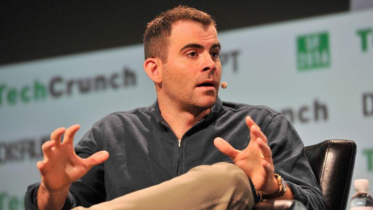 Adam Mosseri, vice-président de la gestion des produits chez Facebook, s'exprime sur scène lors de TechCrunch Disrupt SF 2016