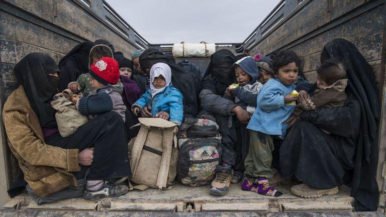 Femmes et enfants qui ont fui l'Etat islamique à Baghouz