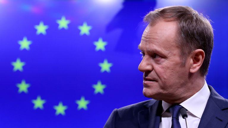 Le président du Conseil de l'UE, Donald Tusk, fait une déclaration après une réunion avec le Premier ministre irlandais, Leo Varadkar, au siège du Conseil européen à Bruxelles