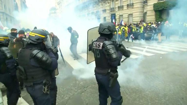 La police anti-émeute s'est affrontée avec des manifestants