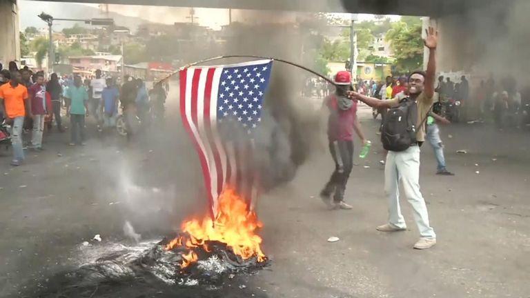 Les Haïtiens ont promis vendredi de continuer à manifester jusqu'à ce que le président Jovenel Moise démissionne, malgré l'annonce de mesures économiques à venir destinées à apaiser plus d'une semaine de manifestations violentes à travers le pays.