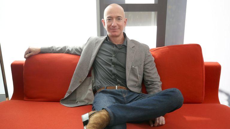 M. Bezos a engagé une équipe d'enquêteurs après la publication d'un article détaillant son affaire extraconjugale.