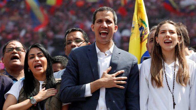 Juan Guaido a été accueilli par des supporters lors d'un rassemblement à Caracas samedi