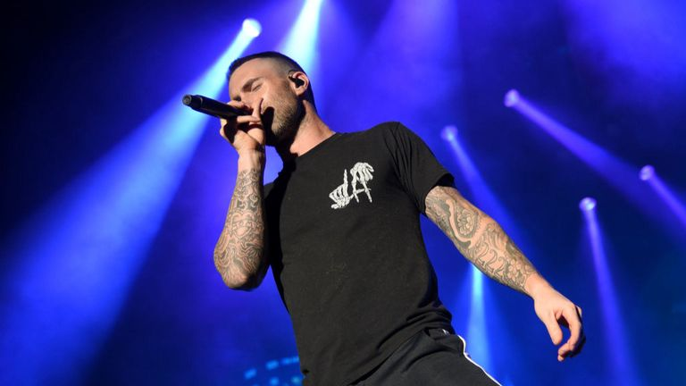 SAN ANTONIO, TX - 01 AVRIL: Adam Levine de Maroon 5 se produit lors du Capital One JamFest sur scène lors du NCAA March Madness Music Festival à Hemisfair le 1er avril 2018 à San Antonio, Texas. (Photo par Michael Loccisano / Getty Images pour Turner)