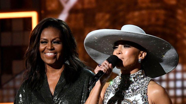 Michelle Obama et Jennifer Lopez sont apparues sur scène ensemble
