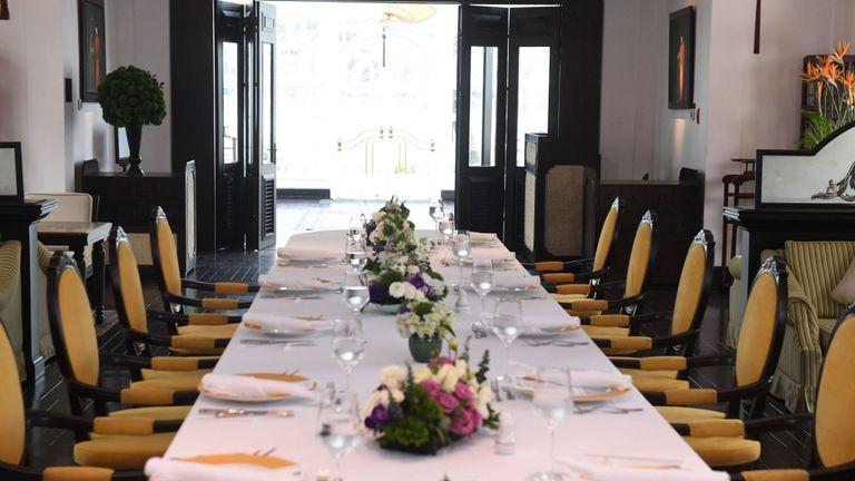 La table dressée pour le déjeuner qui ne s'est pas passé à Hanoi
