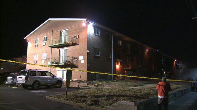 Le bâtiment de trois étages abritant l'appartement a été encerclé