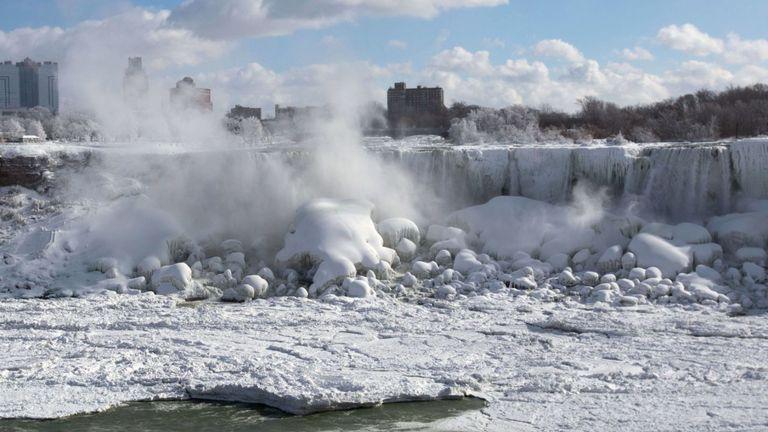 Niagara Falls a gelé le camp américain