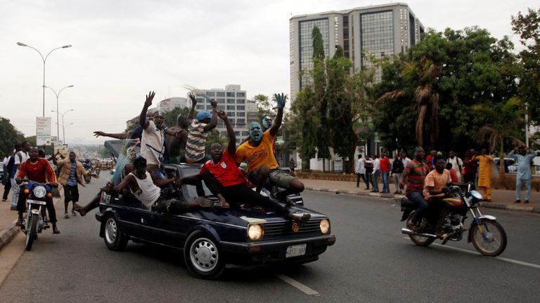 Les partisans de Buhari célèbrent à Abuja