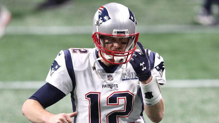 Tom Brady se réchauffe devant le Super Bowl