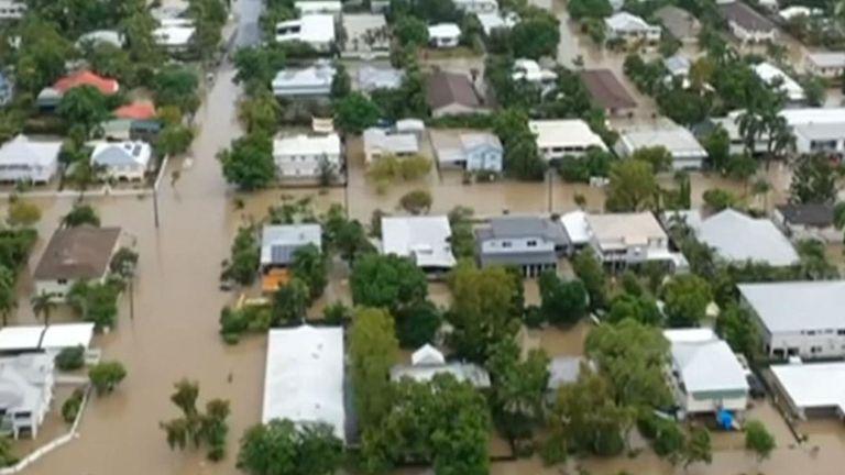 La ville de Townsville, située dans le nord de l'Australie, subit des inondations record, avec davantage de pluie prévue dans les prochains jours.