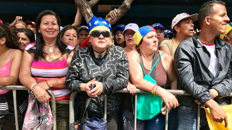 Les partisans de Guaido se comptent par milliers