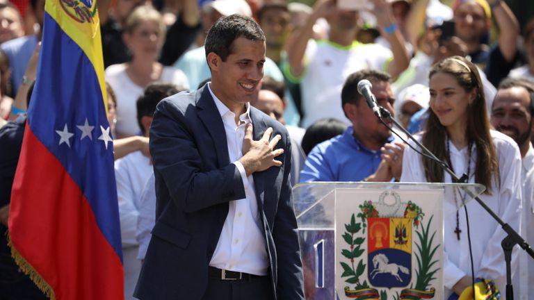 Les États-Unis et l'Union européenne ont déjà reconnu le leadership de Juan Guaido, qui tente d'évincer M. Maduro.