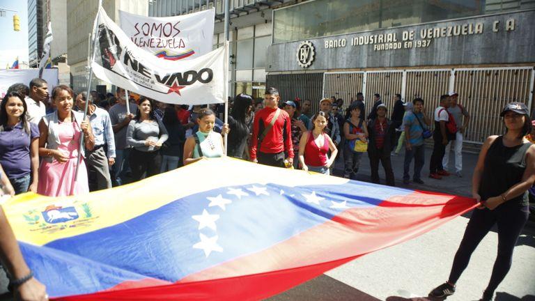 Le chef de l'opposition, Juan Guaido, continue d'attirer le soutien