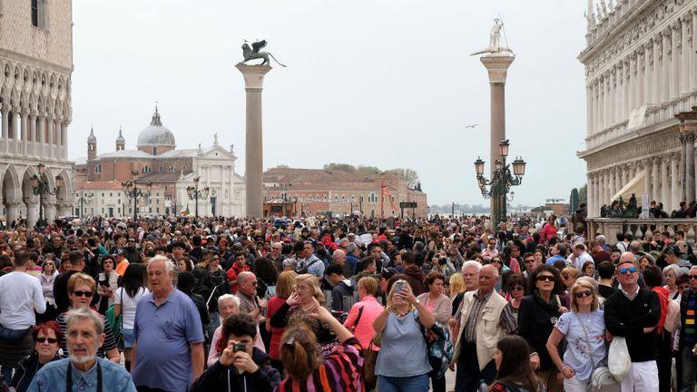 La place Saint-Marc à Venise est un lieu touristique populaire