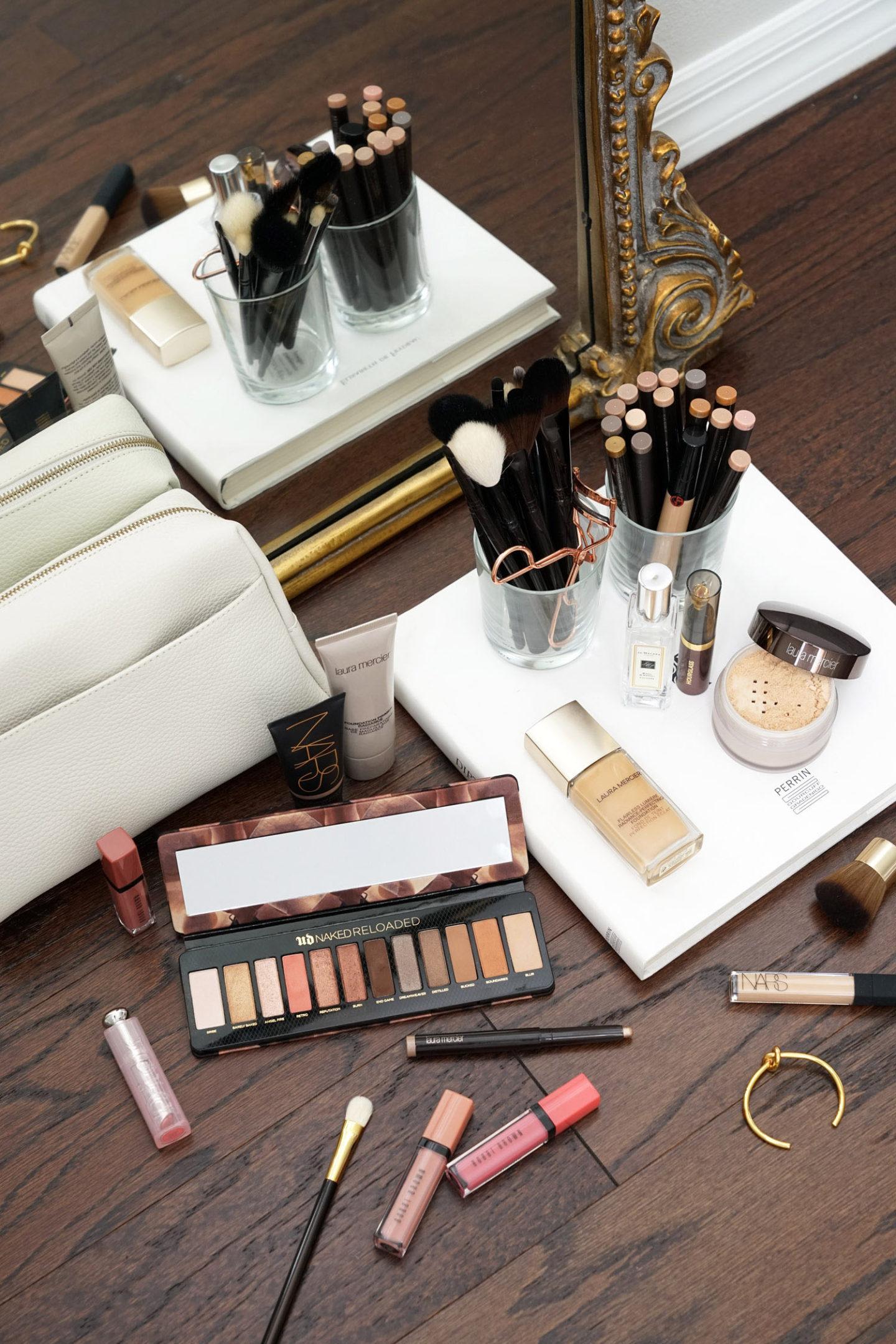 Tout le monde parle de maquillage de printemps, Urban Decay Naked Reloaded, Huile pour les lèvres teintée sablier, Fondation Laura Mercier Flawless Lumiere Radiance