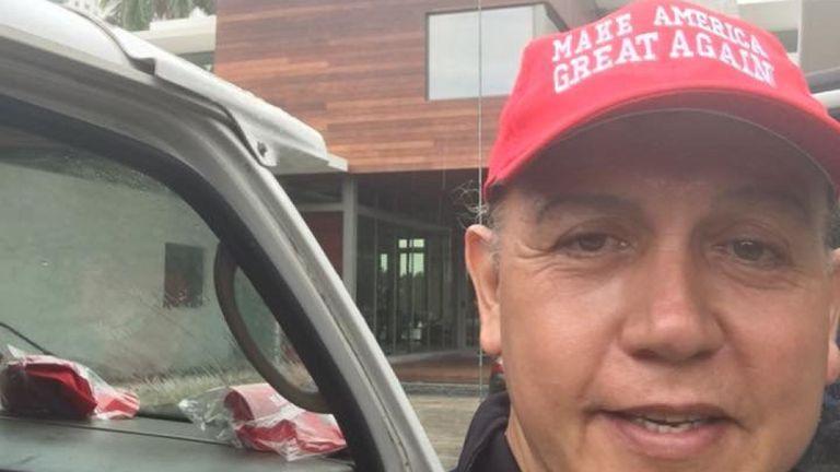 """Sayoc a partagé une photo de lui-même portant un """"MAGA"""" & # 39; chapeau. Pic: Cesar Sayoc"""
