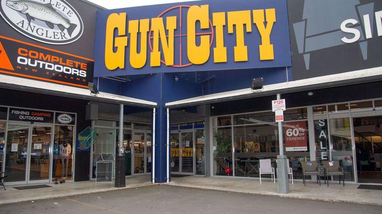 Le propriétaire de Gun City affirme que son magasin a vendu des armes au prétendu homme armé