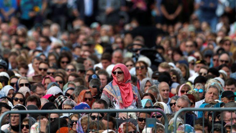 Des milliers de personnes assistent aux prières de Hagley Park