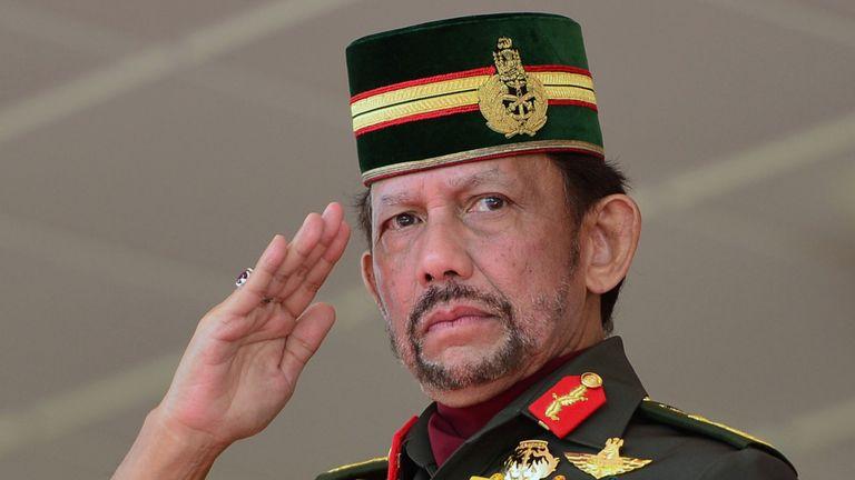 Le sultan de Brunei, Hassanal Bolkiah, a déclaré que la charia ferait partie intégrante de la grande histoire. de son pays