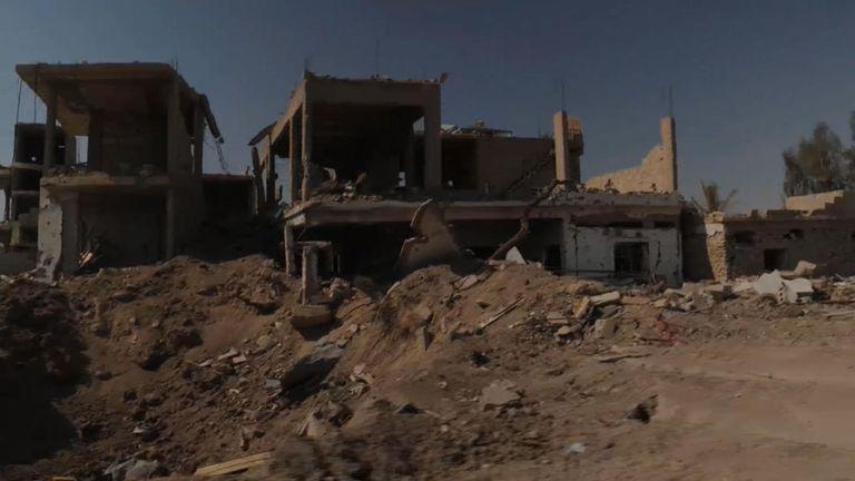 Les rues de Baghouz sont pleines de bâtiments détruits - tout a été détruit