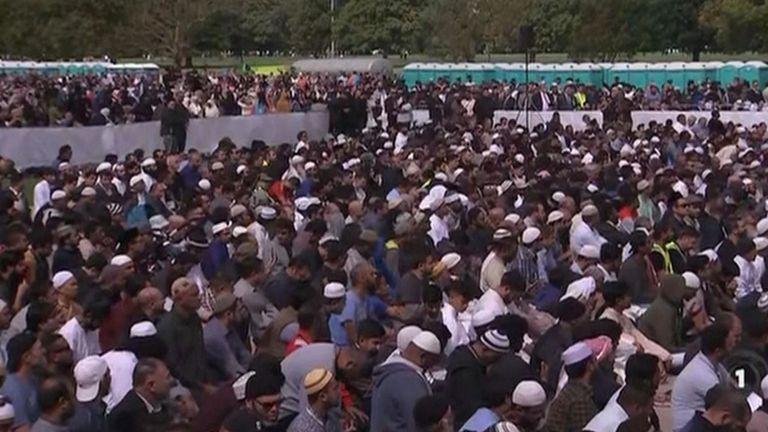 Des milliers de personnes se sont rassemblées pour la veillée