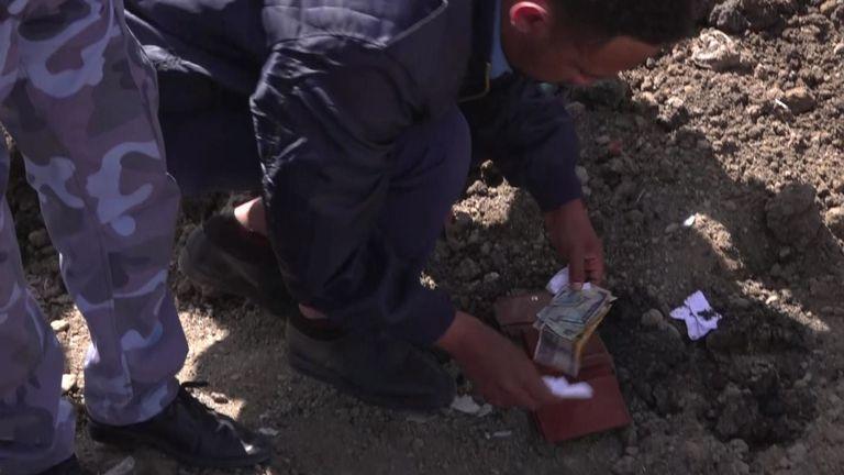 De l'argent a été trouvé parmi les débris