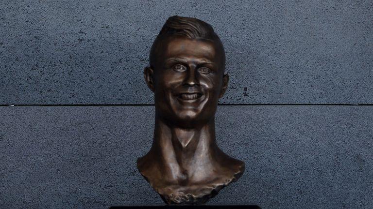 Un buste de Cristiano Ronaldo a provoqué une tempête sur Internet